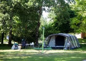 Camping Le Clou in Coux et Bigaroque-Mouzens, Frankrijk klimspin met tent Camping Le Clou 30pluskids