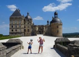 Het gras is groener in Beynat, Frankrijk kasteel Het gras is groener 30pluskids