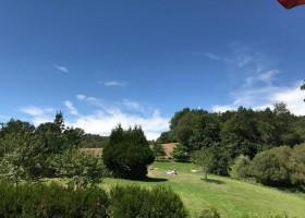 Vakantiehuizen Dordogne in Saint Pierre de Frugie, Frankrijk zonnen in grote tuin Vakantiehuizen Dordogne  30pluskids