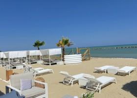 Villa Alwin Beach Resort in Cupra Marittima, Italie fijne ligstoelen Villa Alwin Beach Resort 30pluskids