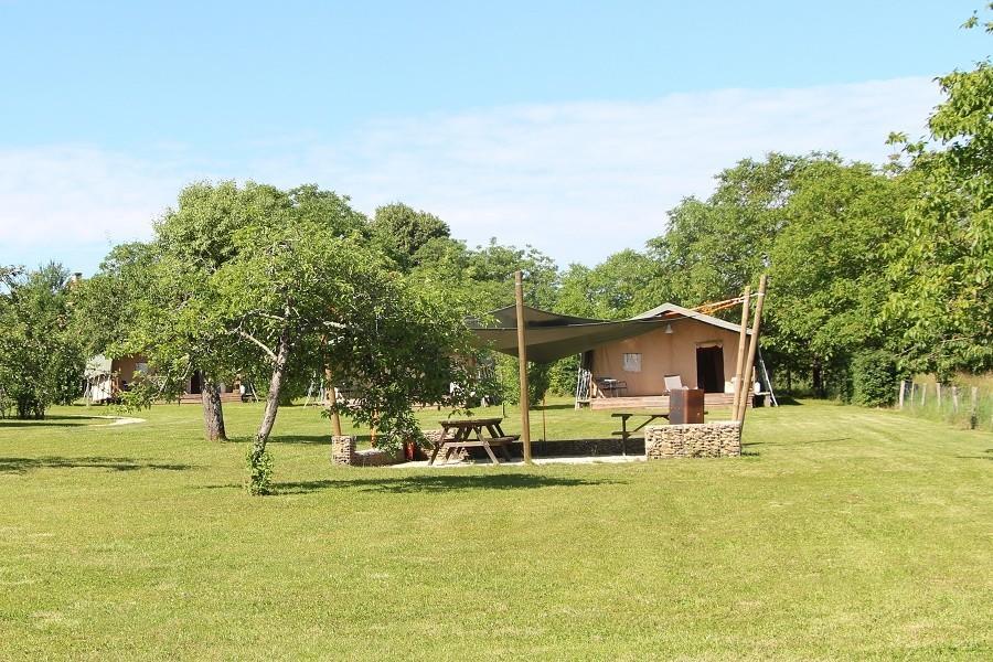 Place de la Famille in de Dordogne, Frankrijk tentenveld Glamping Place de la Famille 30pluskids image gallery