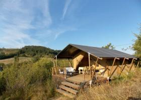 Les Quatre Toits in de Tarn-et-Garonne, Frankrijk safaritent Renard uitzicht op de tent Domaine Les Quatre Toits 30pluskids