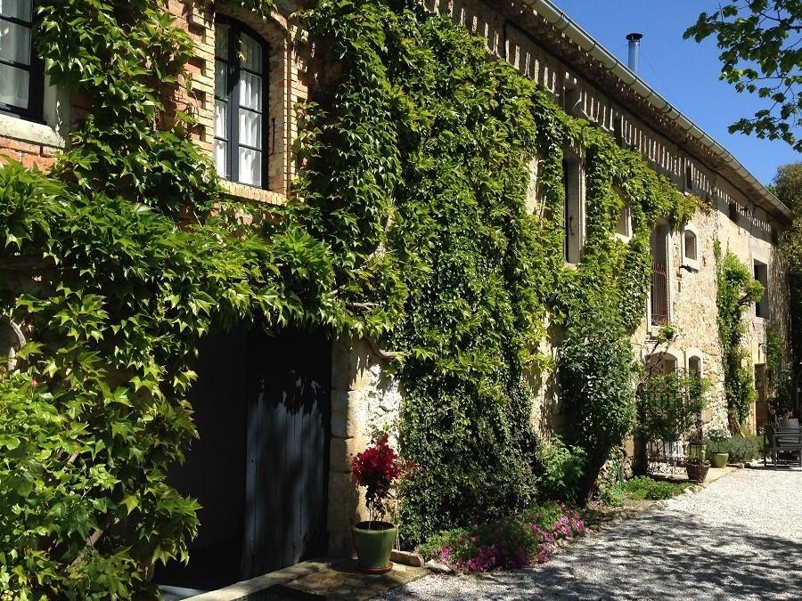 Domaine en Birbes in de Languedoc-Rousillon, Frankrijk aanzicht huis Domaine en Birbès 30pluskids image gallery