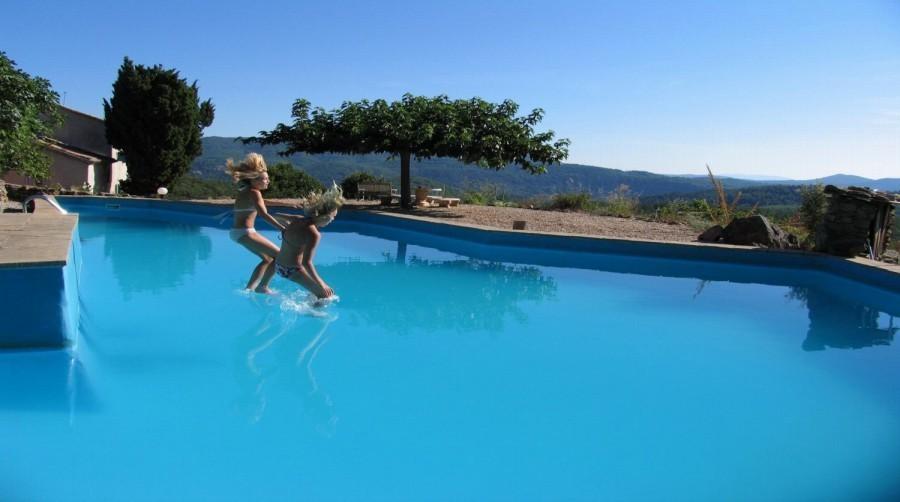 Mas Blanc in de Gard, Zuid-Frankrijk zwembad Mas Blanc  30pluskids image gallery
