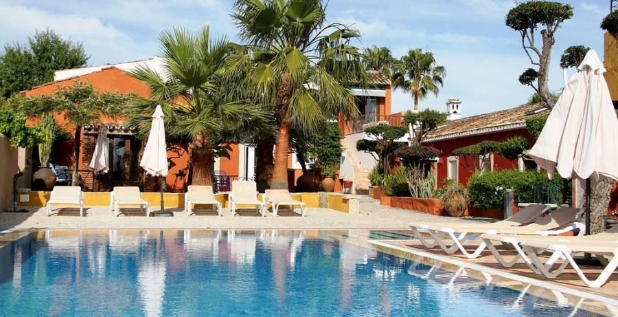 Eliza was here Quinta Dos Amigos in de Algarve, Portugal zwembad met ligstoelen Eliza was here 30pluskids image gallery