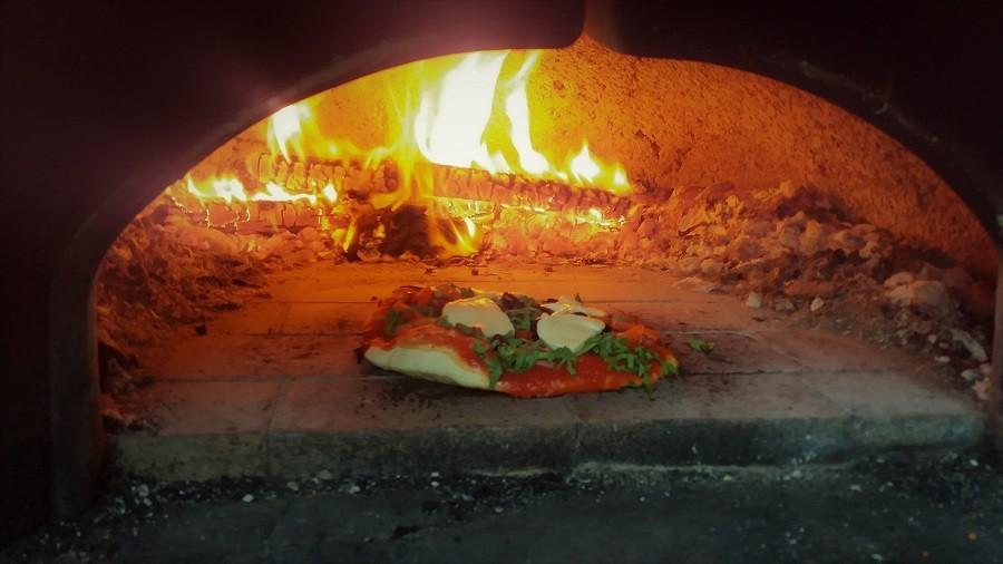 Casa San Carlo pizza in oven.jpg Casa San Carlo  30pluskids image gallery