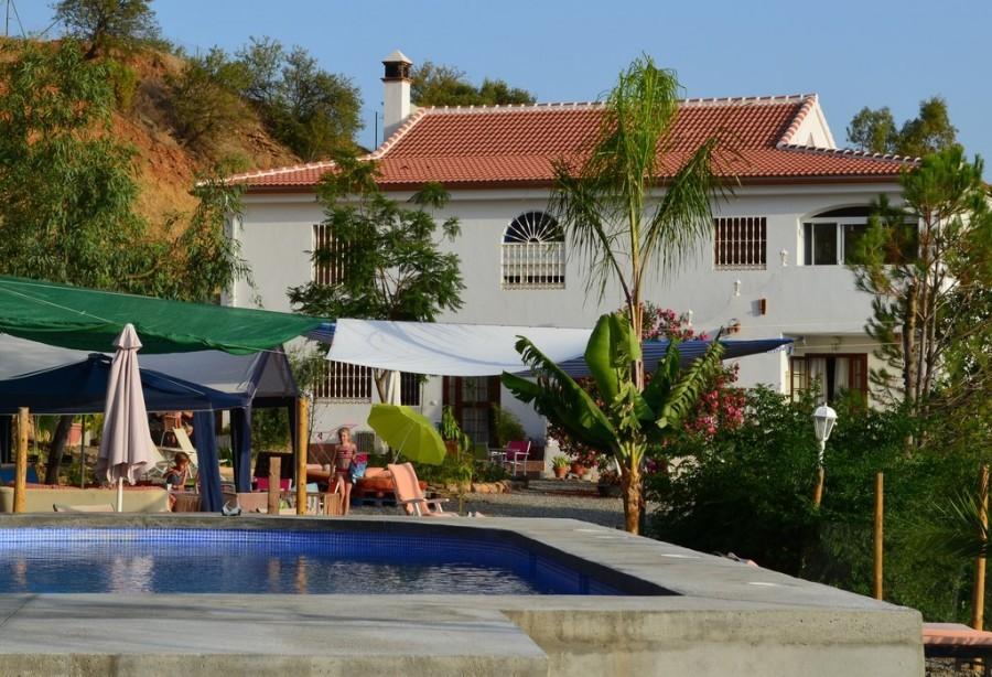 Nido Aguila Blanca huis en zwembad kl.jpg Nido Aguila Blanca 30pluskids image gallery