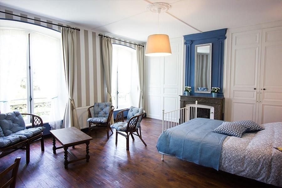 Domaine des Lilas in de Auvergne, Frankrijk blauwe kamer Domaine des Lilas 30pluskids image gallery
