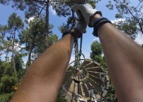 Au Passage du Gois in de Vendee, Frankrijk touwklimmen in de bossen Au Passage du Gois 30pluskids