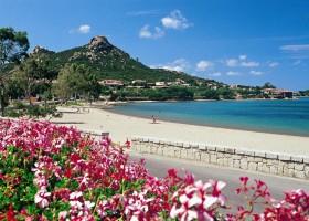 Tritt Case in Sardegna Cala di Falco privestrand Cala di Falco Resort 30pluskids
