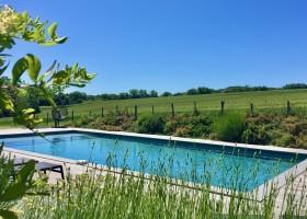 Domaine en Birbes in Laurac, Frankrijk zwembad met veel groen Domaine en Birbès 30pluskids