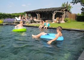 Gasterie Lieve Hemel in Limburg, Nederland zwembad.jpg Gasterie Lieve Hemel 30pluskids
