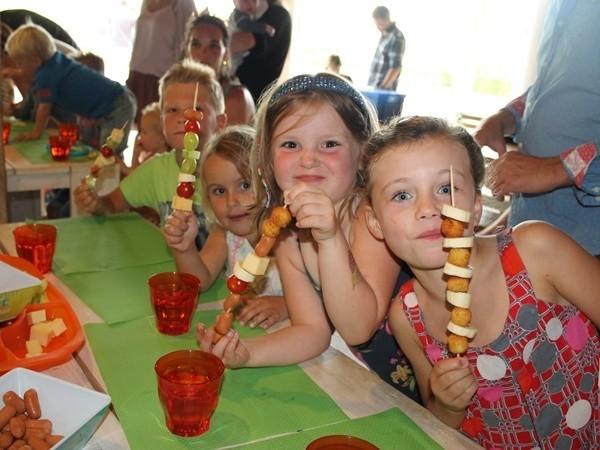 Place de la Famille in de Dordogne, Frankrijk kids eten Glamping Place de la Famille 30pluskids image gallery