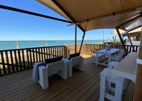 Villa Alwin Beach Resort in Cupra Marittima, Italie terras met uitzicht op zee Villa Alwin Beach Resort 30pluskids