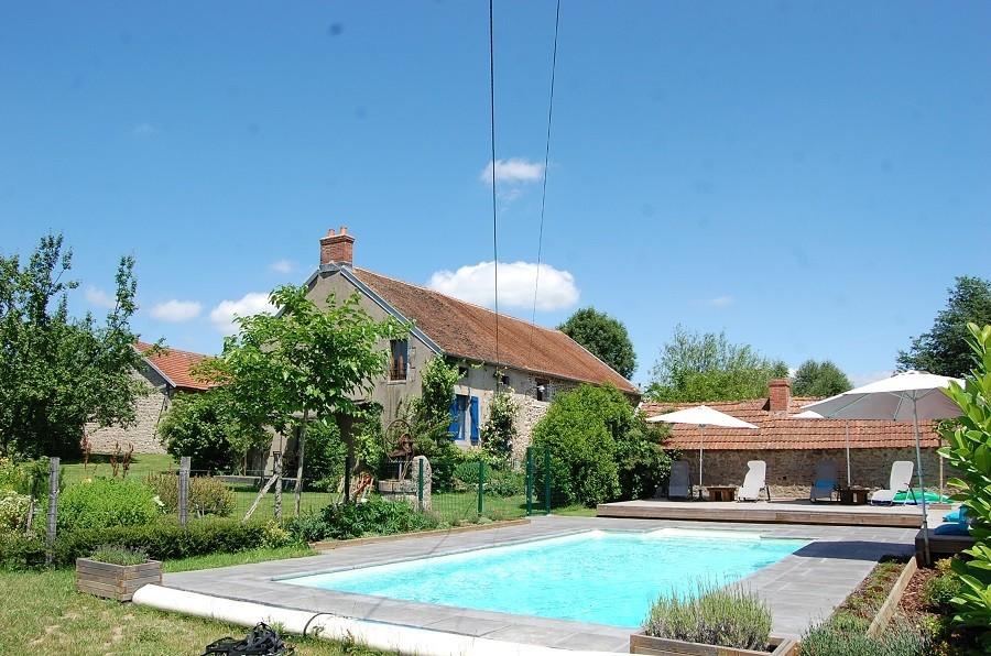 Le Petit Pauliat in de Auvergne, Frankrijk huis en zwembad 1 Le Petit Pauliat 30pluskids image gallery