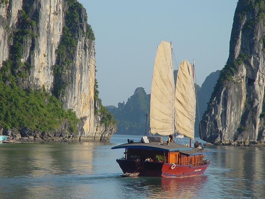KidsReizen Vietnam Halong Bay boot rotsen KidsReizen Vietnam 21-daagse rondreis  30pluskids image gallery