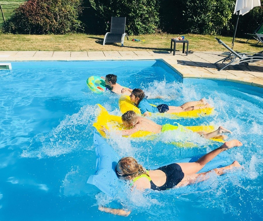 Les Chardonnerets in de Dordogne, Frankrijk zwembad Les Chardonnerets 30pluskids image gallery