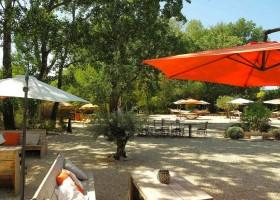 Rendez-vous in Roaix, Frankrijk terras Vakantieverblijf Rendez-Vous 30pluskids