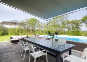 Les Terrasses in de Lot et Garonne, Frankrijk terras met zwembad Les Terrasses 30pluskids