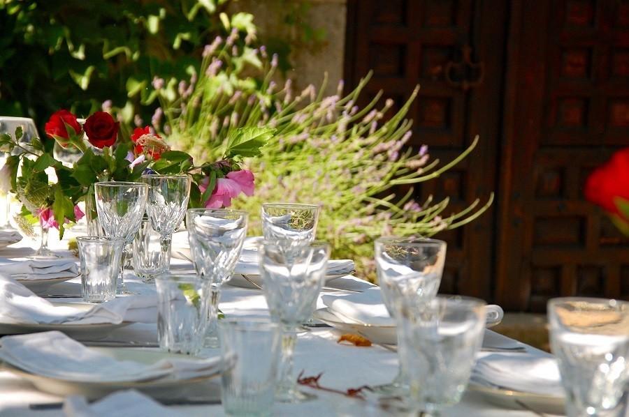 Le Mas d'en Haut in de Creuse, Frankrijk mooi gedekte tafel