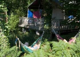Camping Le Clou in Coux et Bigaroque-Mouzens, Frankrijk safaritent hangmat Camping Le Clou 30pluskids