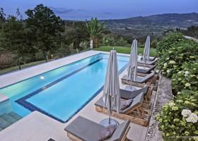 Casa Fontelheira in Noord-Portugal, zwembad met uitzicht Casa Fontelheira 30pluskids