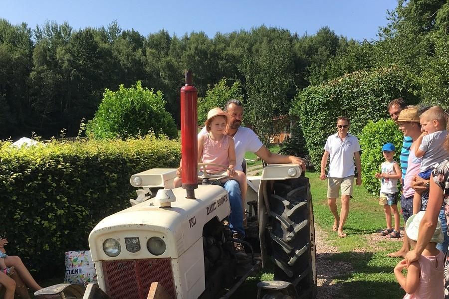Morvan Rustique in de Bourgogne, Frankrijk tractor Morvan Rustique 30pluskids image gallery