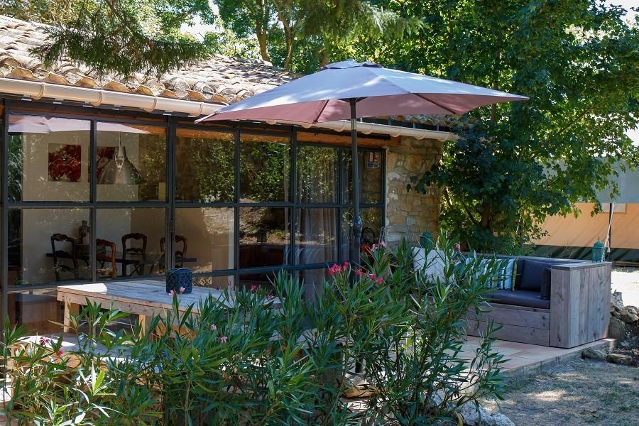 Domaine en Birbes in de Languedoc-Rousillon,  Frankrijk Atelier terras Domaine en Birbès 30pluskids image gallery