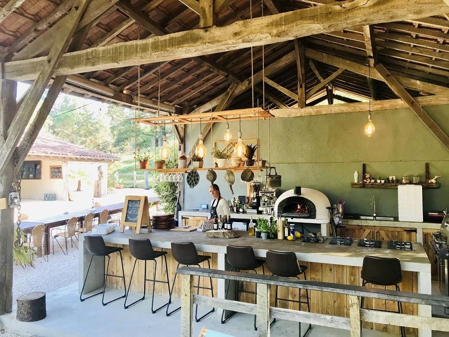 Domaine La Douce France in de Gers, Midi-Pyrenees, Frankrijk restaurant met bar