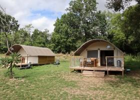 Domaine des Lilas in Saint Germain Lembron, Frankrijk safaritenten Domaine des Lilas 30pluskids