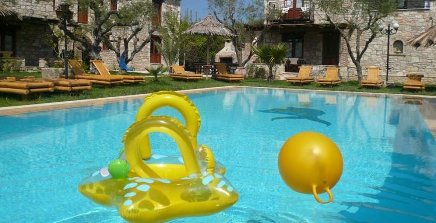 Eliza was here Grantzaos Villas op Zakynthos Griekenland zwembad met appartementen Eliza was here 30pluskids image gallery
