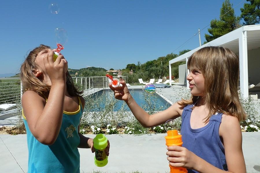 Charme delle Marche in Le Marche, Italie Villa Tipaldi meisjes en zwembad Villa Tipaldi 30pluskids image gallery