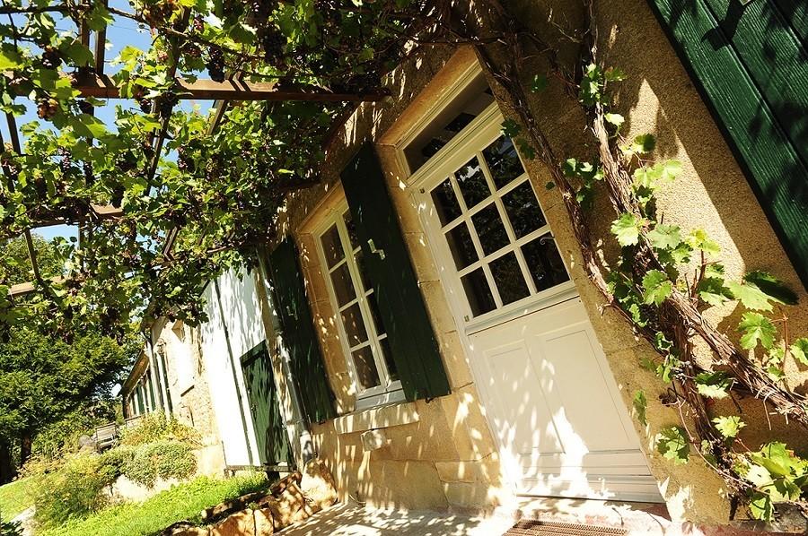 Kimaro Farmhouse in de Bourgogne, Frankrijk druivenranken Kimaro Farmhouse 30pluskids image gallery