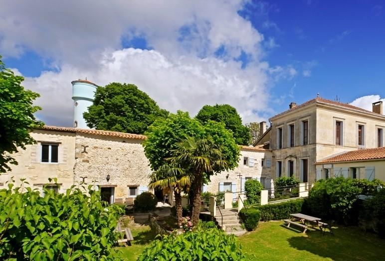 Domaine La Fontaine in de Charente-Maritime, Frankrijk huis en tuin 10 Domaine la Fontaine 30pluskids image gallery