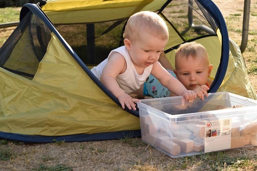 Mazieras in de Dordogne, Frankrijk kindjes met blokken