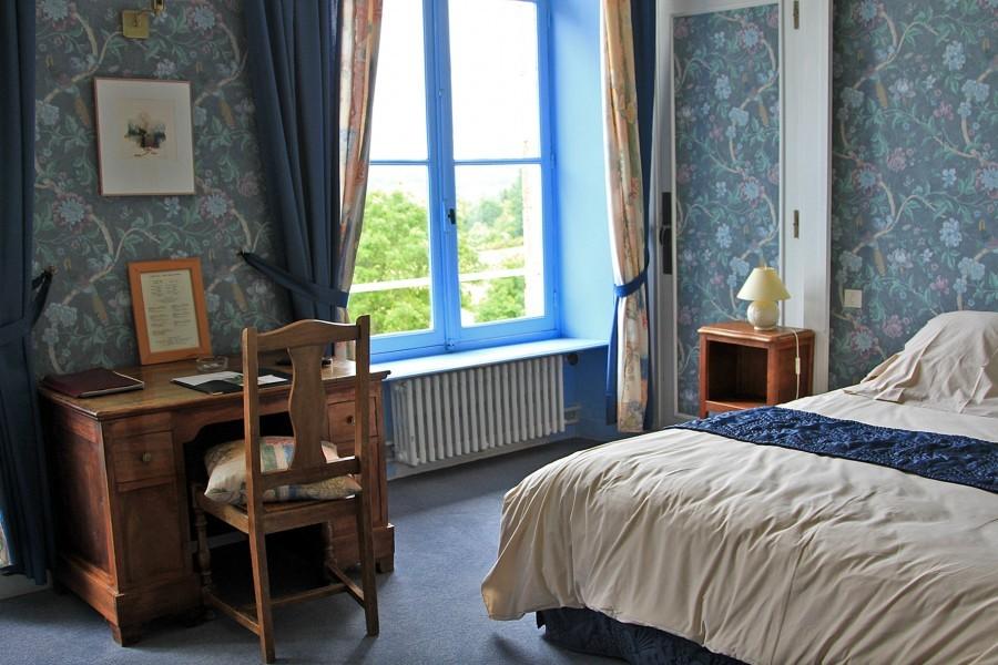 Chateau de Mialaret hotelkamer.jpg Domaine le Mialaret 30pluskids image gallery