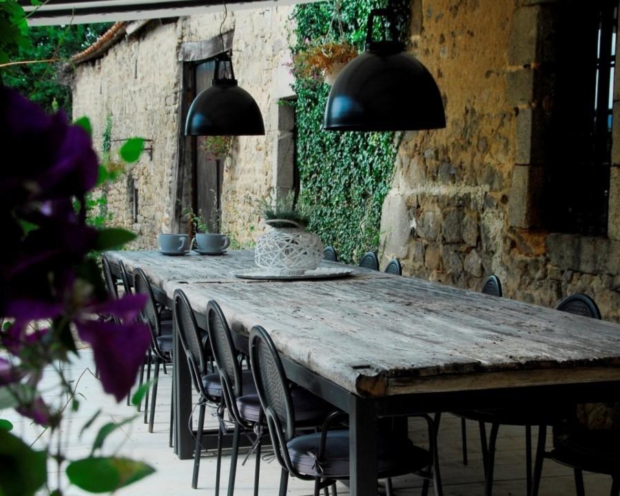 La Paresse en Douce in de Auvergne, Frankrijk overdekt terras La Paresse en Douce 30pluskids image gallery