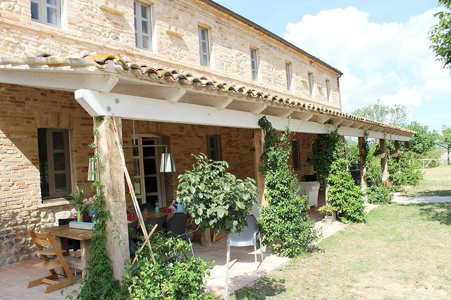 villadellavalle in Le Marche, Italie veranda Villa della Valle 30pluskids image gallery