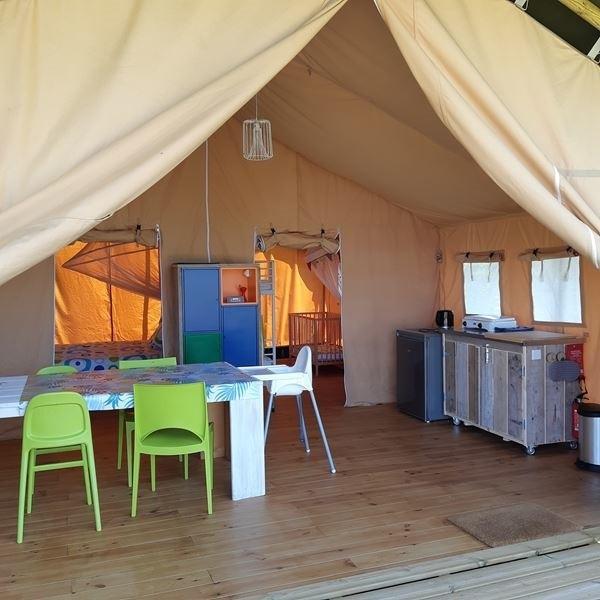 Place de la Famille in de Dordogne, Frankrijk safaritent binnen Glamping Place de la Famille 30pluskids image gallery
