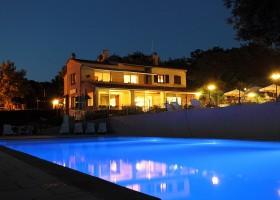 Camping Les Charmilles Ardeche Frankrijk zwembad by night Camping les Charmilles 30pluskids