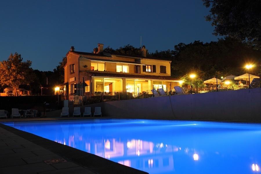 Camping Les Charmilles Ardeche Frankrijk zwembad by night Camping les Charmilles 30pluskids image gallery