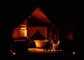 Kimaro Farmhouse in de Bourgogne, Frankrijk safaritent by night Kimaro Farmhouse 30pluskids