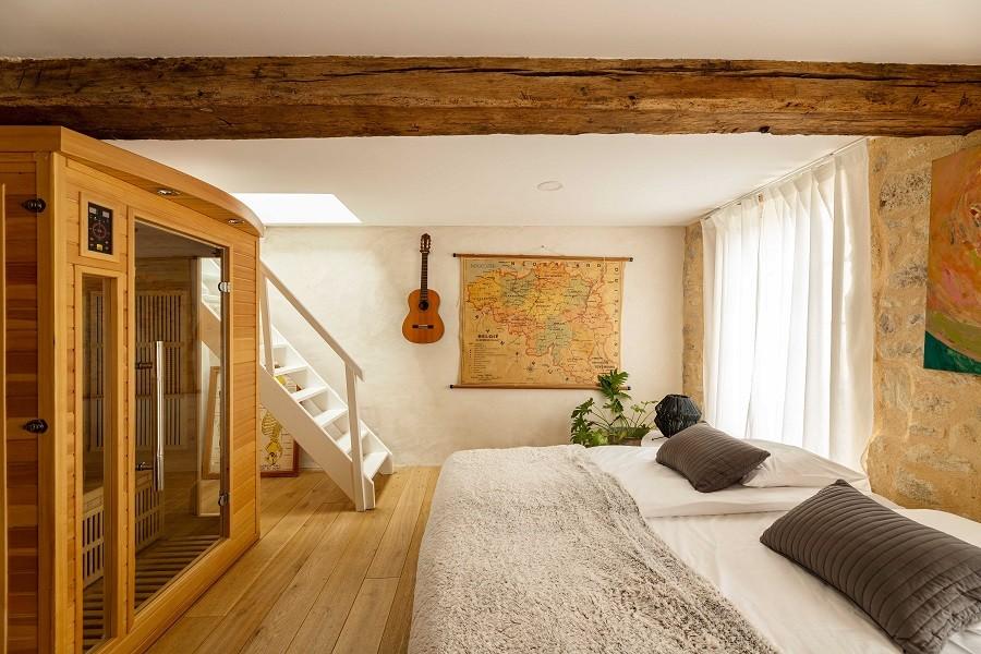 Maisons de Charme in Saint Martin de Gurson, Frankrijk slaapkamer met sauna Maison de Charme 30pluskids image gallery