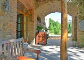Le Miracle in de Gard, Frankrijk terras oost doorkijk Le Miracle 30pluskids