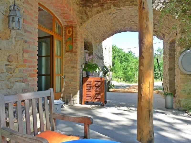 Le Miracle in de Gard, Frankrijk terras oost doorkijk Le Miracle 30pluskids image gallery