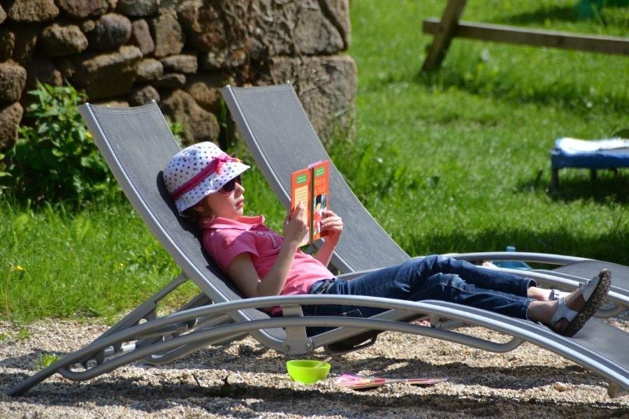 La Paresse en Douce in de Auvergne, Frankrijk ligstoel La Paresse en Douce 30pluskids image gallery
