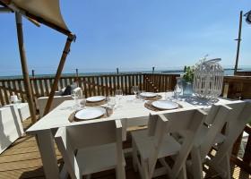Villa Alwin Beach Resort in Cupra Marittima, Italie gezellige eettafel Villa Alwin Beach Resort 30pluskids
