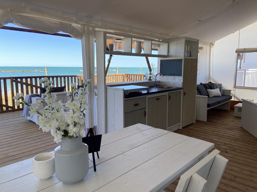 Villa Alwin Beach Resort in Cupra Marittima, Italie safaritent met uitzicht op zee Villa Alwin Beach Resort 30pluskids image gallery