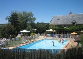 Domaine de Montsalvy in de Lot Frankrijk zwembad Domaine de Montsalvy 30pluskids