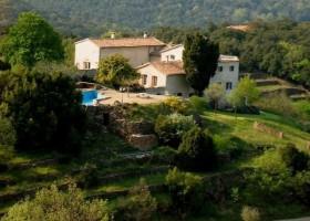 Mas Blanc in de Gard, Zuid-Frankrijk overzicht terrein Mas Blanc  30pluskids